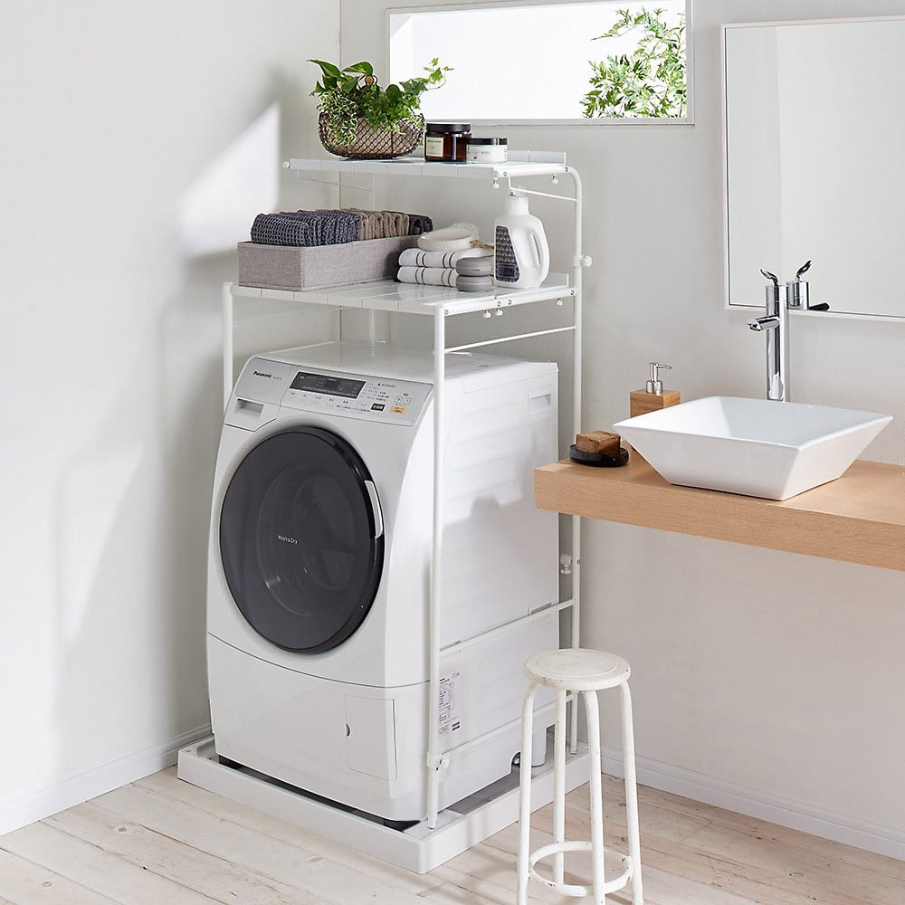 32cmまでの段差対応 奥行たっぷりランドリーラック 棚2段 高さを低くすれば洗濯機の背面に窓があり、採光を遮りたくない方もすっきり使えます。