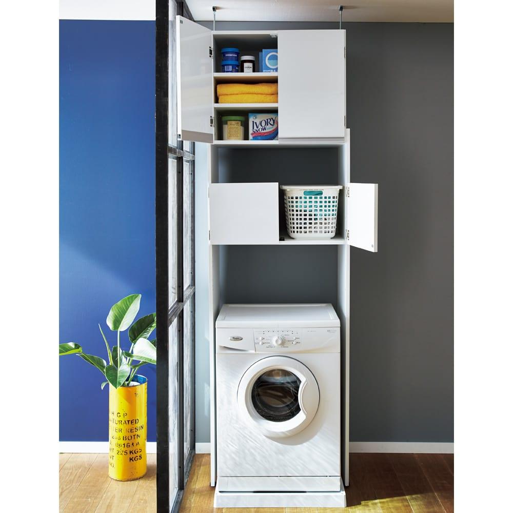 脱衣カゴが隠せるランドリーラック 幅70cm 本格的な木製で洗濯機上に備え付けのような収納家具が完成する洗濯機ラックです。