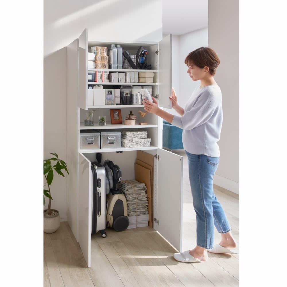 組立不要 自由に使える快適収納庫 幅80奥行45cm 幅80cm奥行45cmタイプは、生活家電もストック類もたっぷり入る大容量サイズ。