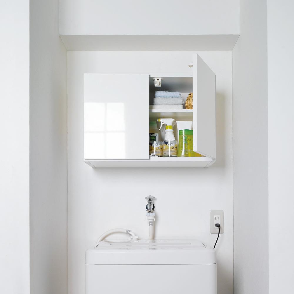 光沢仕上げ洗濯機上吊り戸棚 横型 幅59.5cm 洗濯機上をすっきりした収納空間に。洗濯機ラックが置けない方も壁面を有効活用できる吊戸棚なら設置できます。