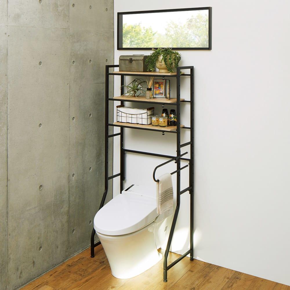 ブルックリン風トイレラック 棚3段 (ア)ブラック タンクレスのトイレにも便利な低めの設計。窓下や吊り戸棚の下にも設置できます。 ※写真は幅70cmの状態です。