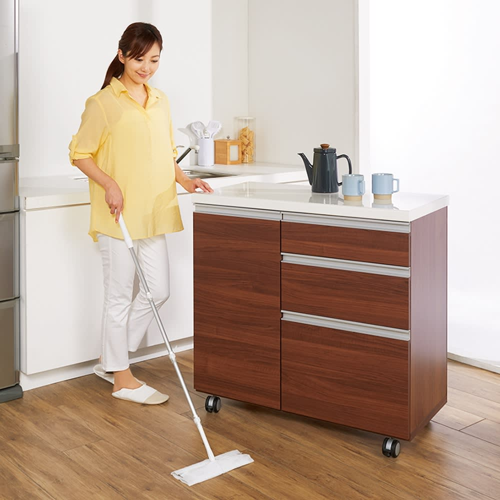 移動ラクラク 間仕切りハイグロストップカウンター 幅90cm (イ)ウォルナット キャスター付きで移動できてお掃除もラクラク。