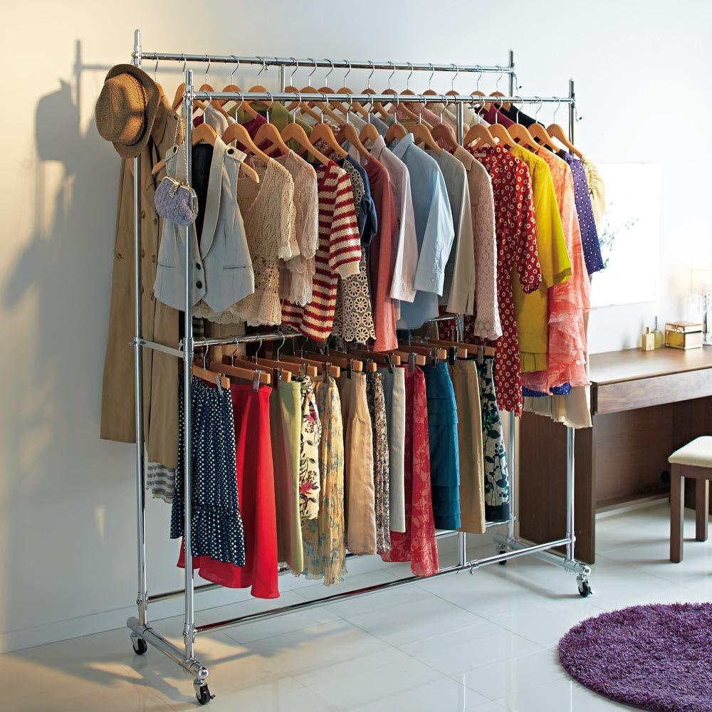 幅と高さが変えられるプロ仕様頑丈ハンガー 上下2段掛け付き ダブルタイプ・幅92~122cm 大人気の頑丈ハンガーラックの上下2段タイプです。ジャケットやスカートなどの衣類を分けて大量収納することができます。 (※写真はダブル・幅122~152cmタイプです)