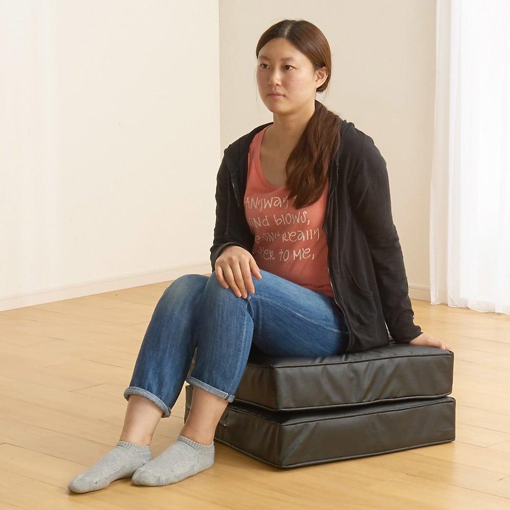 合皮シンプルモダン座布団 角型・お得な同色4枚組 2枚重ねで高さ28cmのチェア(椅子)にも。