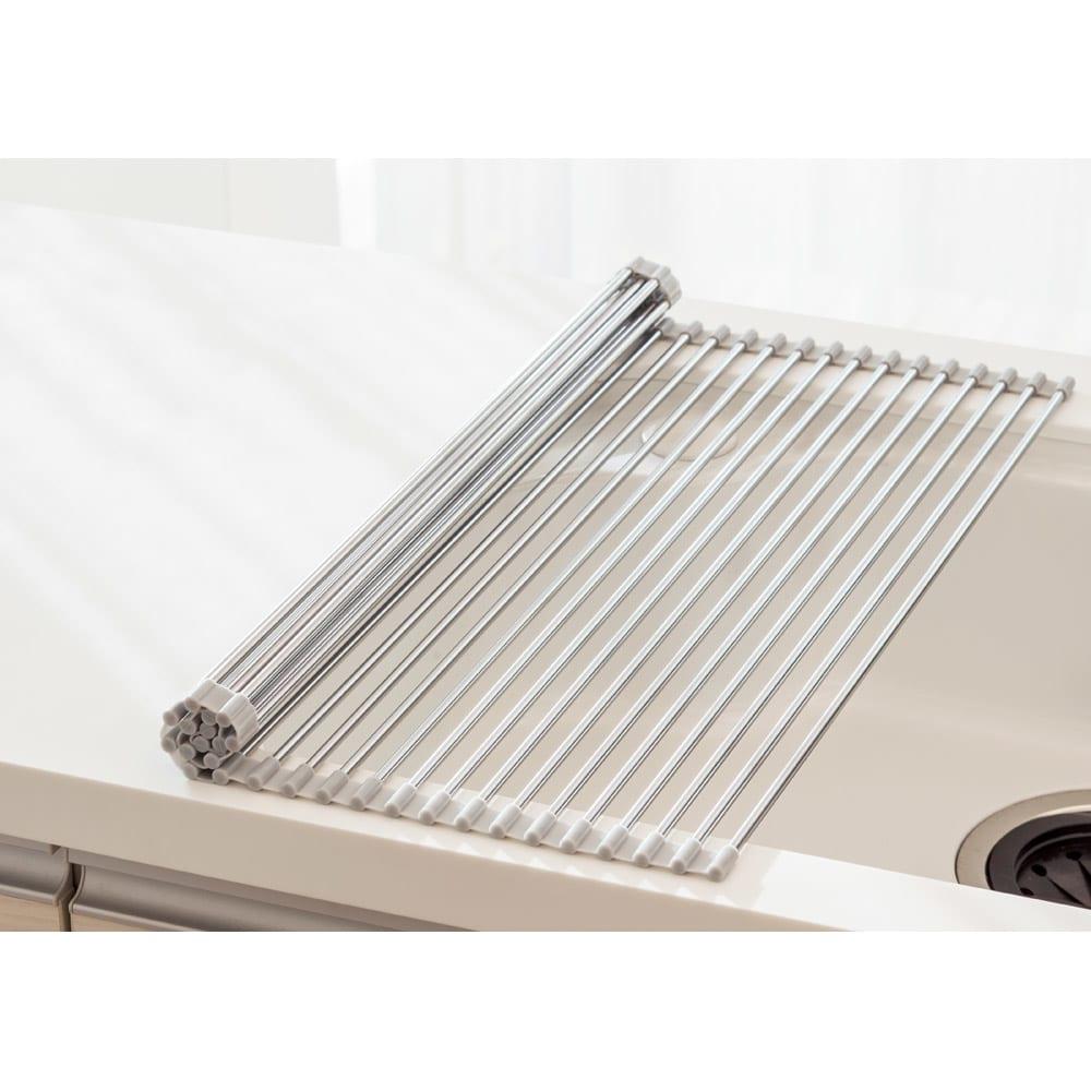ステンレス製たためる水切り ハーフタイプ 奥行52 食洗機や大容量の水切りと併用される方や、ボウルや割れやすいグラスの洗い置き場にも重宝。(写真はレギュラータイプ)
