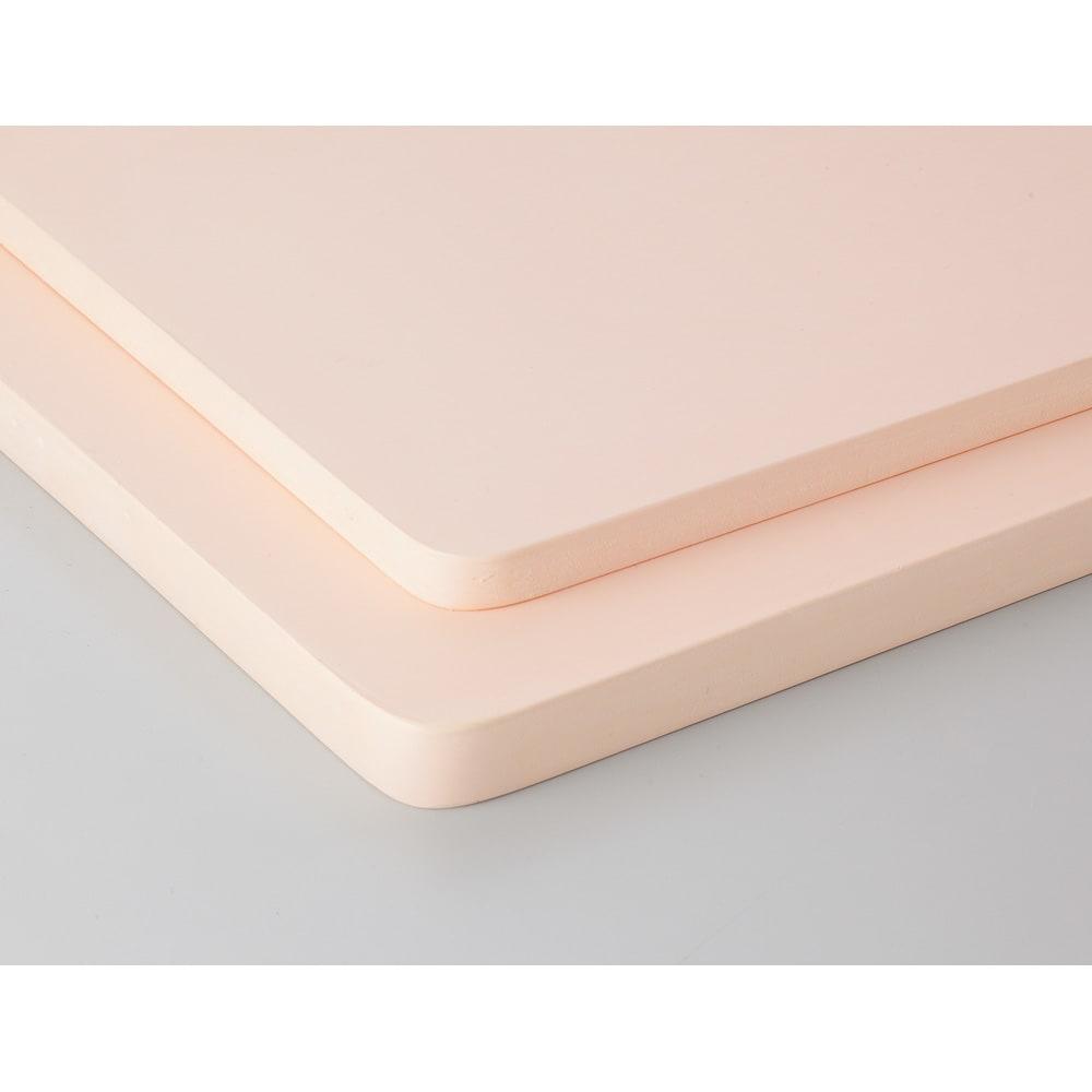 プロも納得 抗菌力が持続する軽くなったまな板パルト お得用2点セット コンパクト+スクエア 薄さは一目瞭然。 約40%軽くなり、取り扱いが断然ラクに!