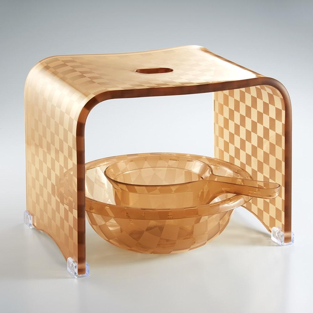 アクリル製 湯手桶 (ウ)モカベージュ系 バスチェア各サイズとバスボウル、湯手桶は重ねて収納可能です。すっきりした洗練フォルムが◎。