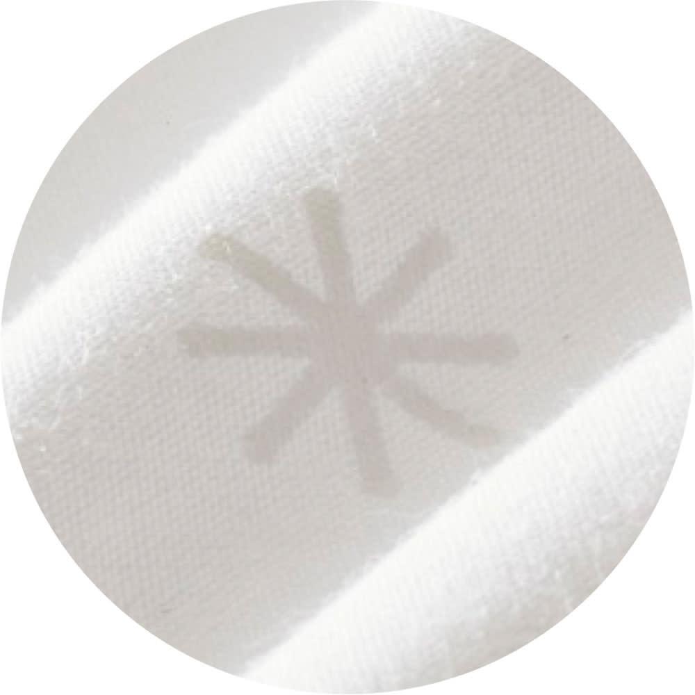 普通判 (フォスフレイクス 安眠枕 枕のみ) 綿100%の側生地はおしゃれな雪柄入り。