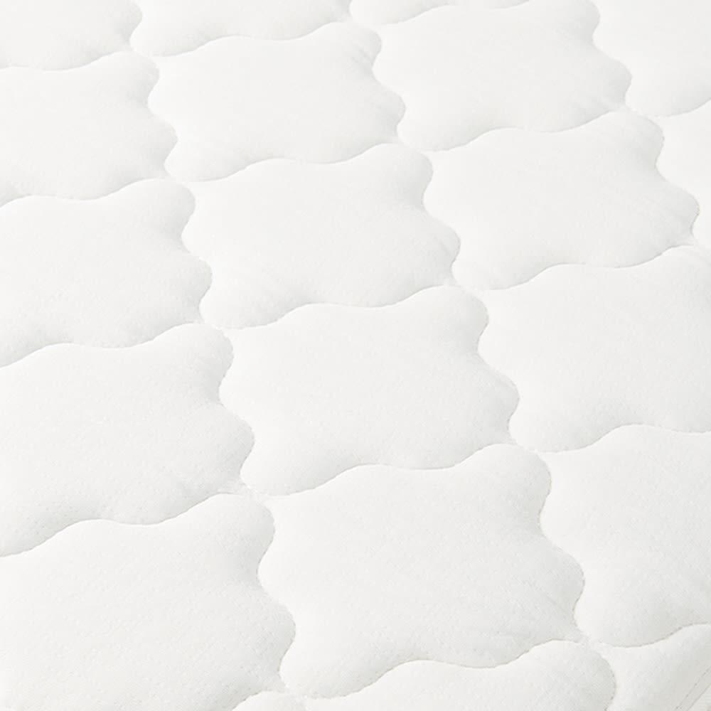 寝そべりながらタブレットが使えるベッド ポケットコイルマットレス(厚さ19cm)付き 伸縮性の高いニット生地で包むことで、しっかりとしたポケットコイルの寝心地に適度な柔らかさを加えました。