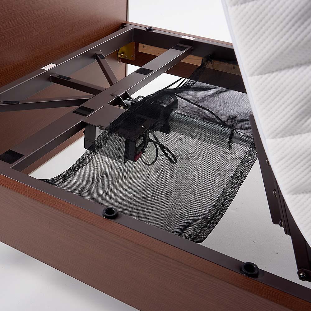 【非課税対象商品】照明付き電動リクライニングベッド 挟まれ防止のためにマットレスの下には安全ネットが付いています。