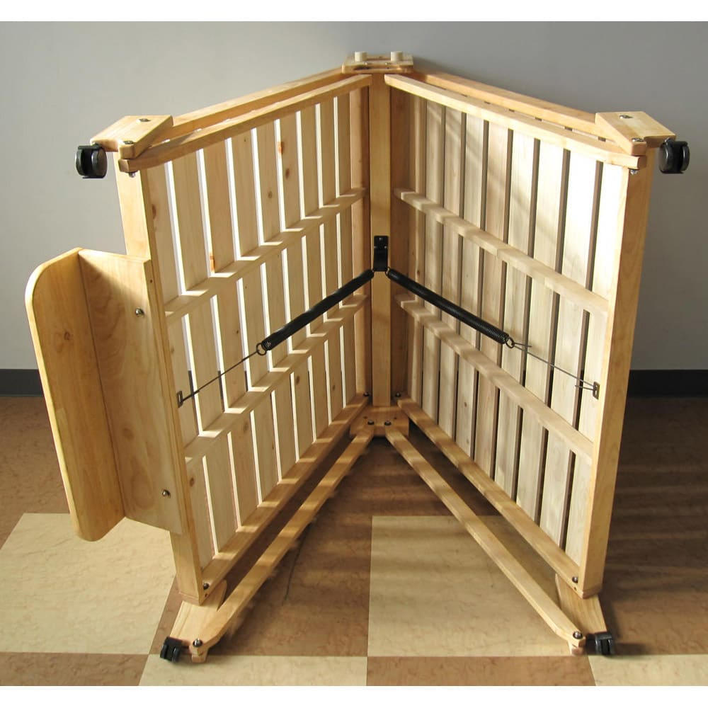 折りたたみ式ひのきすのこベッド シングルハイ 裏のスプリングの力でスムーズに折りたためます。 写真のヘッドボードは別シリーズのもので現在は販売しておりません。本体(スプリング部分)は同じ仕様です。