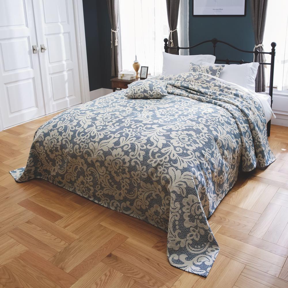 イタリア製カバー〈アストリッド〉 マルチカバー [コーディネート例] ベッドスプレッドとして。 (エ)ダークブルー ※お届けはマルチカバーです。