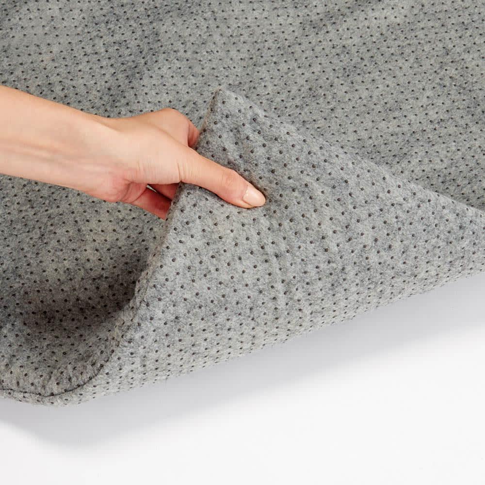 メランジラグカバーセット ウレタンを不織布で包み、両面に滑り止めを付けました。カバーのズレも床の滑りも防止。