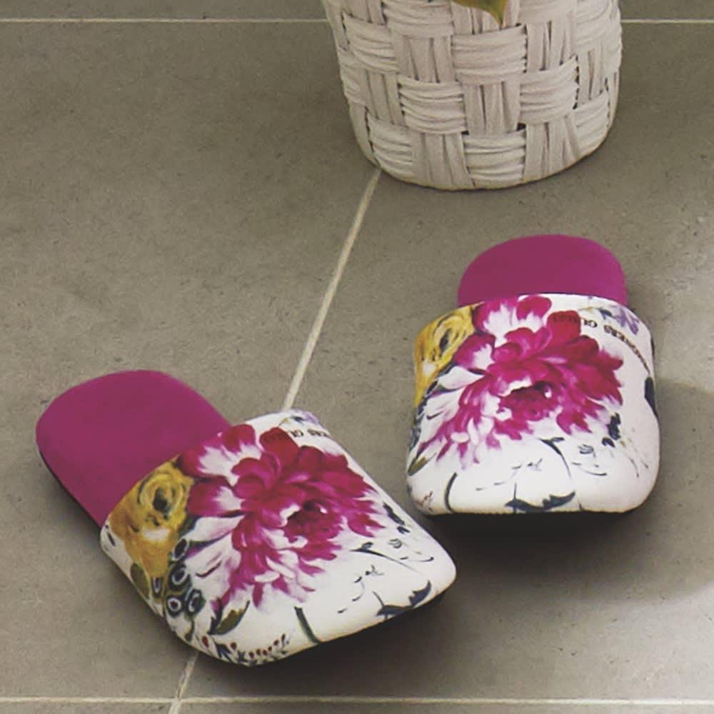 デザイナーズギルドトイレタリー/マット〈フレグランス〉 スリッパ1足 (ア)ピンク系 つま先部分がちょっと上がっているので、つまずきにくく歩きやすいデザイン。