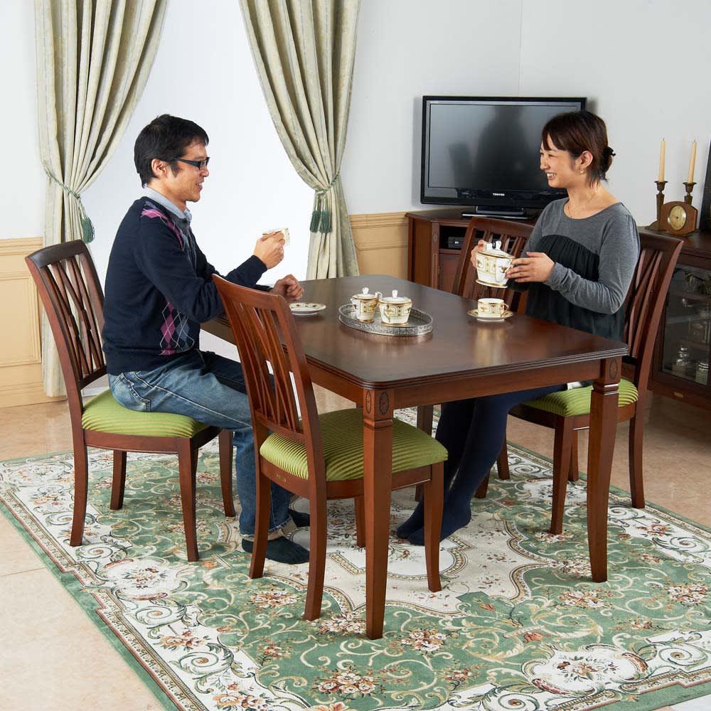 ベネチア調象がんシリーズ ダイニングテーブル・幅135cm コーヒーテーブルとしても活躍します。