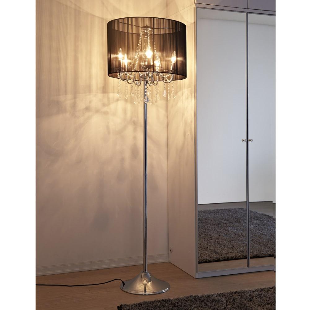 シャンデリア調フロアスタンドライト5灯 (イ)ブラック シックな雰囲気でインテリアに馴染みやすいデザイン。