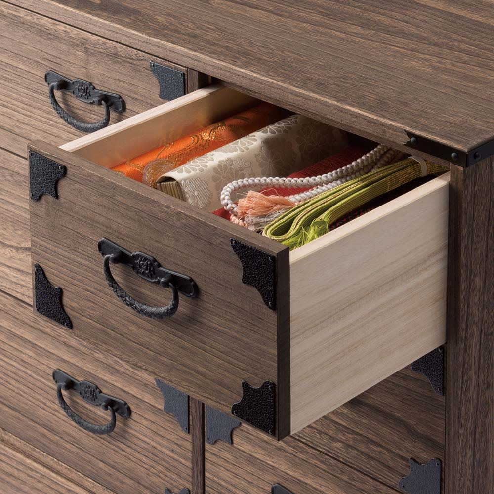 総桐民芸箪笥 4段・幅100cm 小引き出しは和装小物の収納に便利。