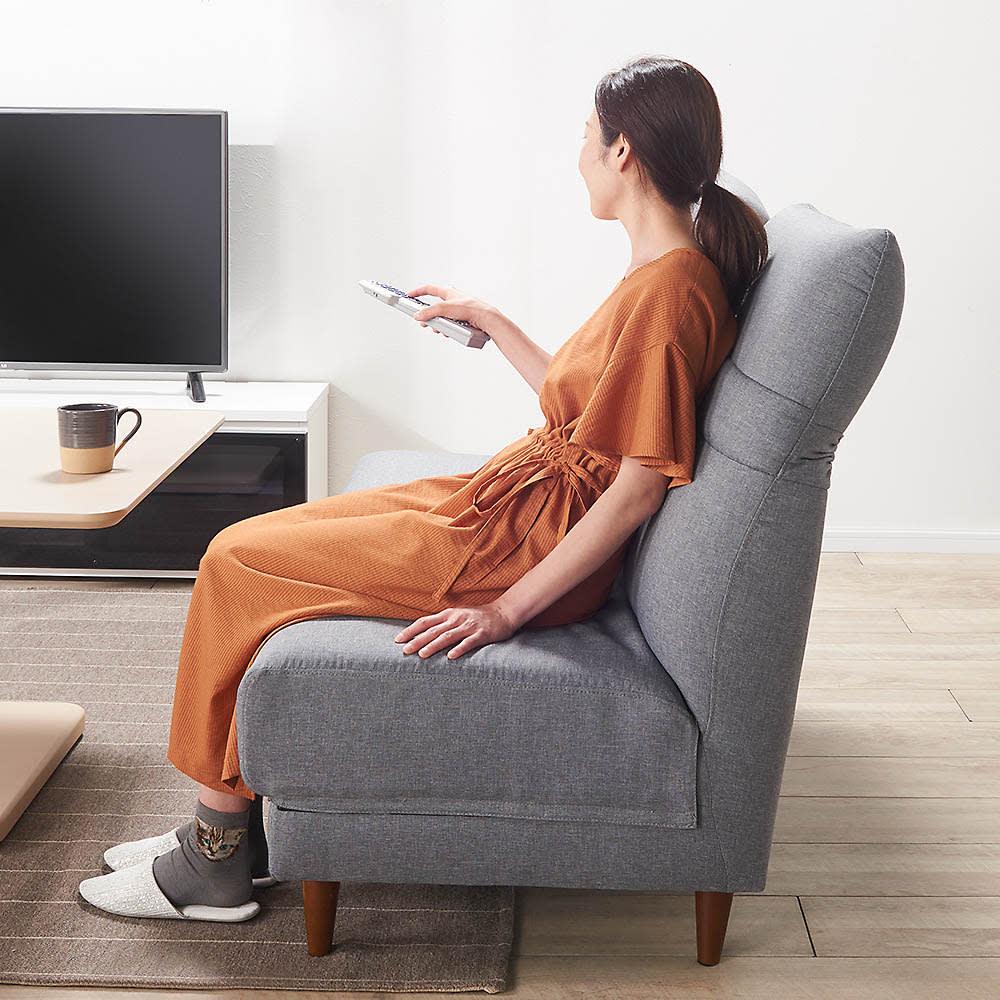 リクライニングソファ2人掛け テレビを見るときは、背もたれをまっすぐすると長時間座っても疲れにくいです。