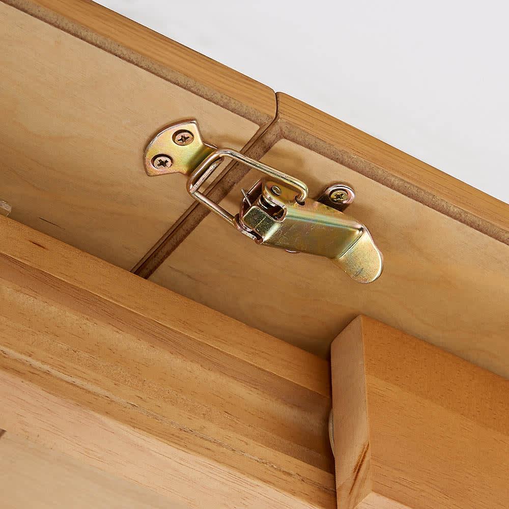 ナチュラルモダン伸長式オーク天然木ダイニングお得な3点セット(伸長式テーブル・幅110・150cm+回転チェア2脚組) 天板を伸長させた後は、ストッパーで固定できるので天板がずれません。