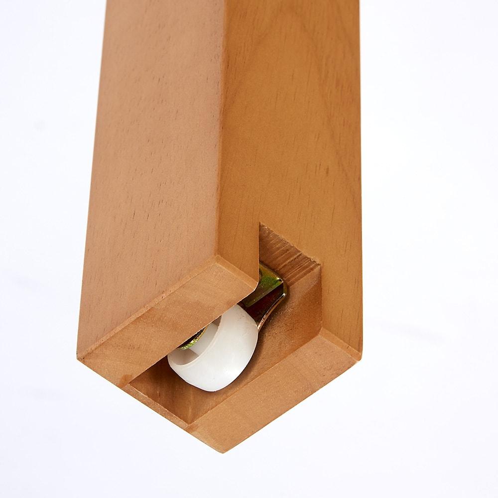 ナチュラルモダン伸長式オーク天然木ダイニングお得な3点セット(伸長式テーブル・幅110・150cm+回転チェア2脚組) ローラー付きでスムーズに伸長!テーブル裏面にはストッパー付きなので伸長させてから固定できて安心。
