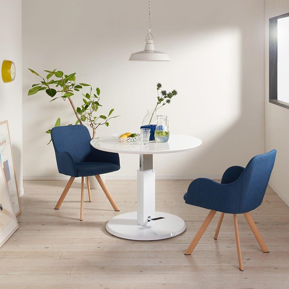 高さ自由自在!カフェスタイルダイニング 丸形昇降テーブル単品・径90cm ホワイト コーディネート例 ※お届けは昇降テーブル・径90cmです。※テーブル高さ70cmで撮影。