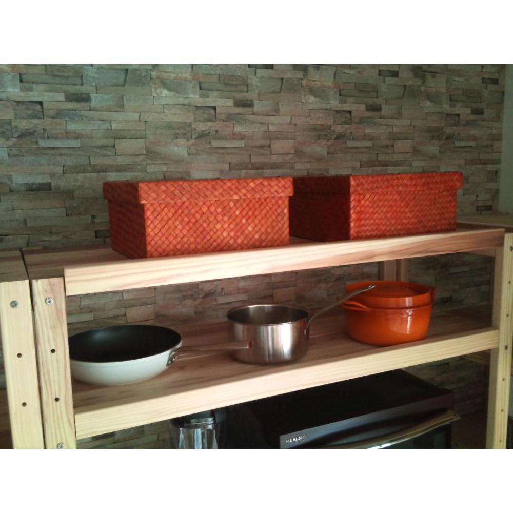 国産杉の無垢材キッチン収納 パントリーキッチンラック 幅89cm奥行51cm 最上段にもボックスなどを置いて、飾る収納と隠す収納を使い分け。