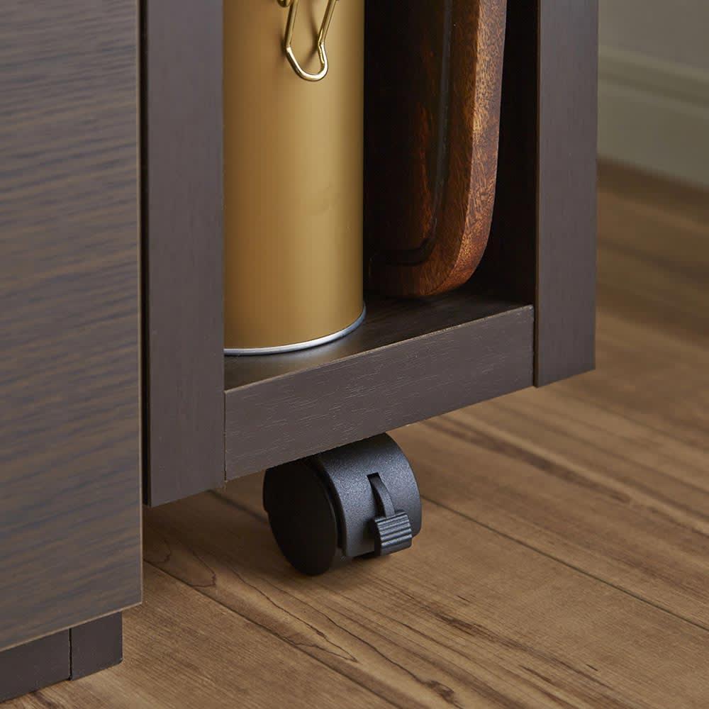 簡単に幅調節可能!スライド伸長式カウンター幅91~126cm 家電タイプ ストッパー付きキャスター キャスターのストッパーをロックすれば天板が固定するので安心です。