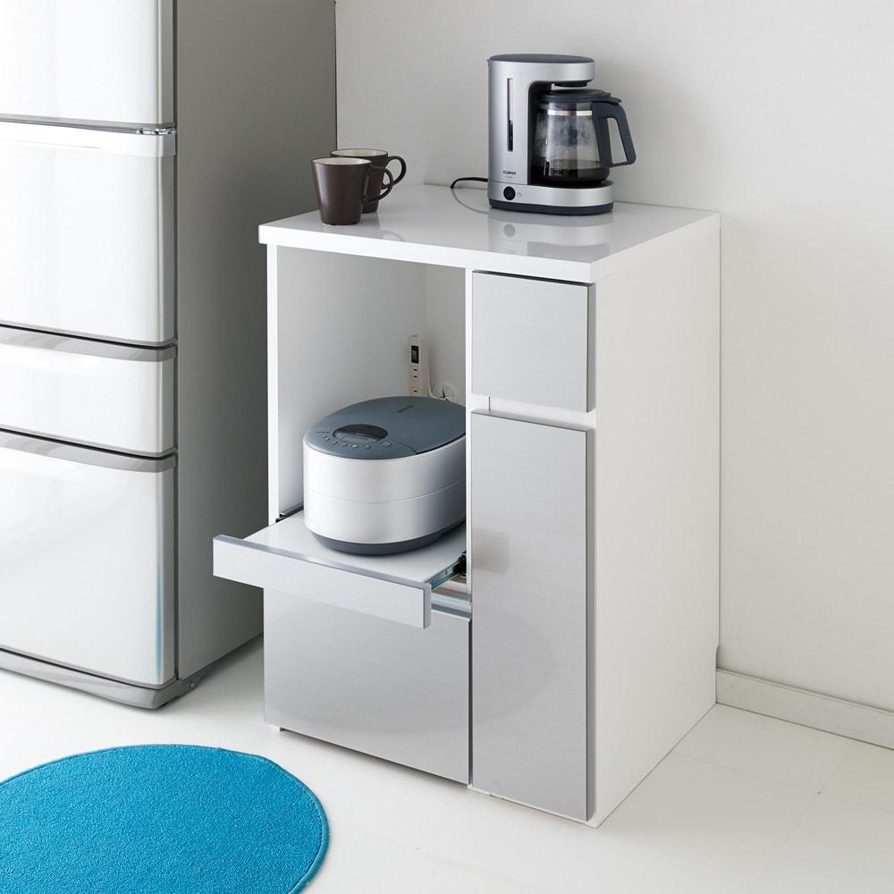 サイズが選べる家電収納キッチンカウンター ハイタイプ 幅60cm 《色見本》(エ)ストライプシルバー(ヘアライン調) ※写真は幅90cmロータイプ