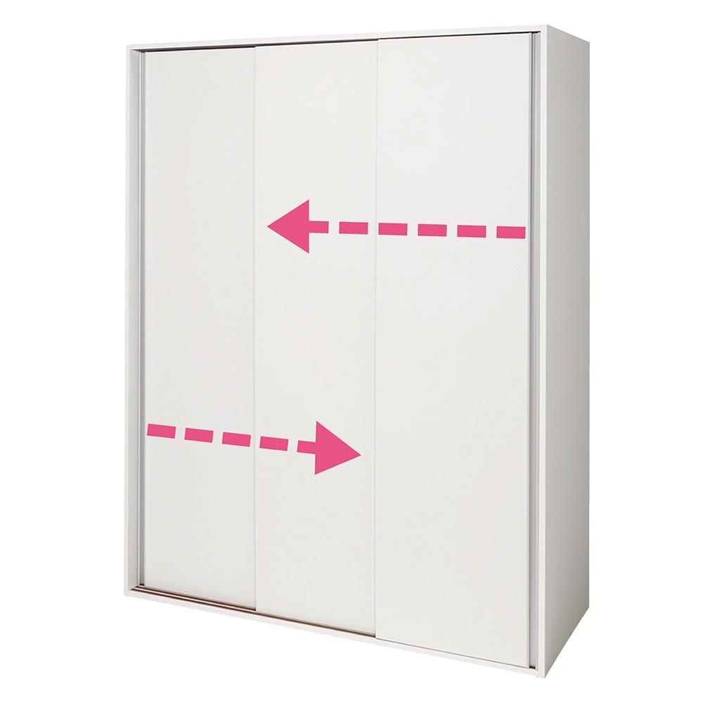 大量収納 3枚引き戸キッチン収納庫 左右のどちら側からでも開閉ができます。