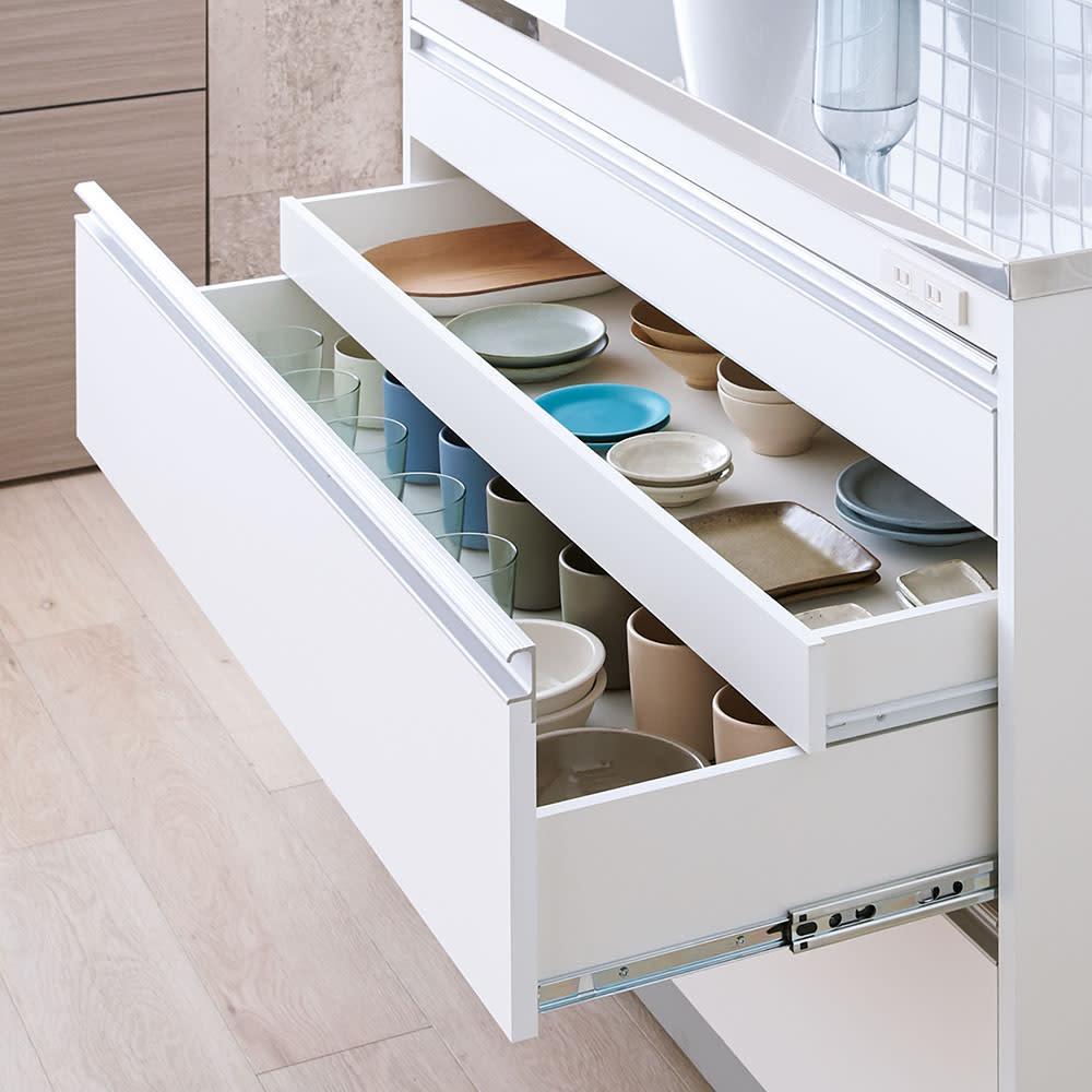 収納物を考えたキッチンカウンター ロータイプ(高さ85cm) 幅88.5cm 隠し引き出しで重ねずに収納OK。大切にしたいお気に入りの器も重ねずに収納できます。(※下から2段目)