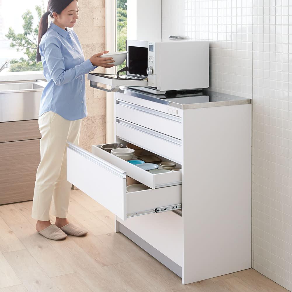 収納物を考えたステンレストップカウンター ハイタイプ(高さ97.5cm) 幅117.5cm 収納力たっぷりのハイタイプ。背の高い方も腰をかがめず使いやすい高さ。(※写真は幅88.5cmタイプ)