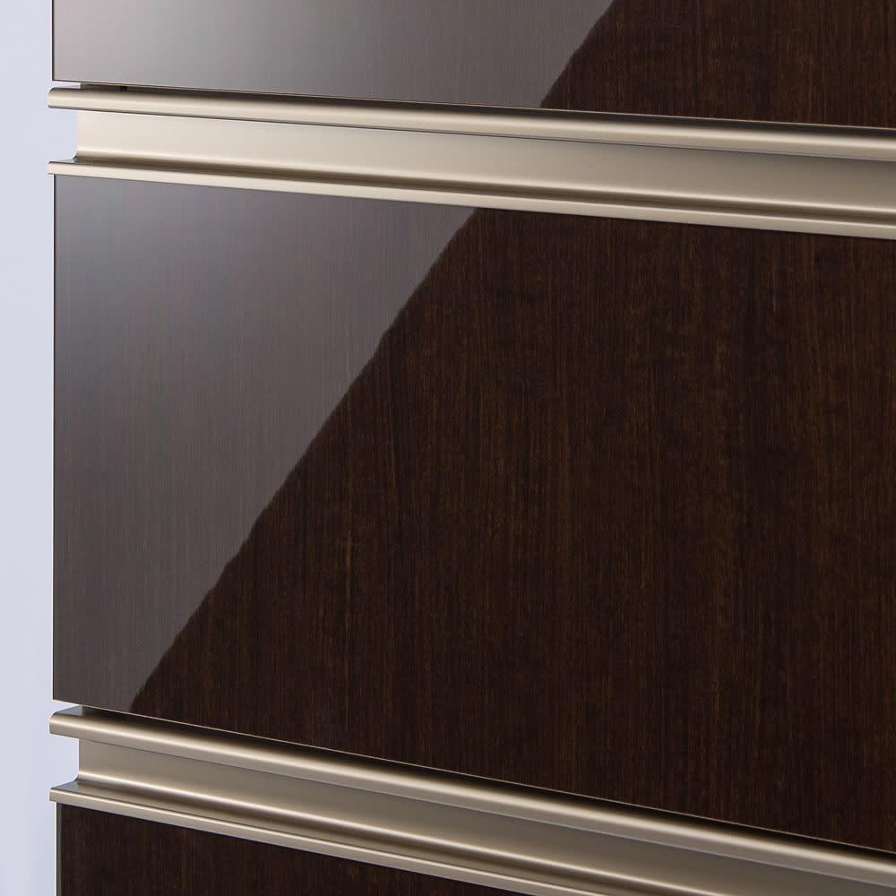 高機能 モダンシックキッチン キッチンボード 幅100奥行51高さ193cm 高級感のある面材もお手入れのしやすいハイグロス仕上げ。さっと拭き取りが可能なのでいつでもきれいなキッチンに。