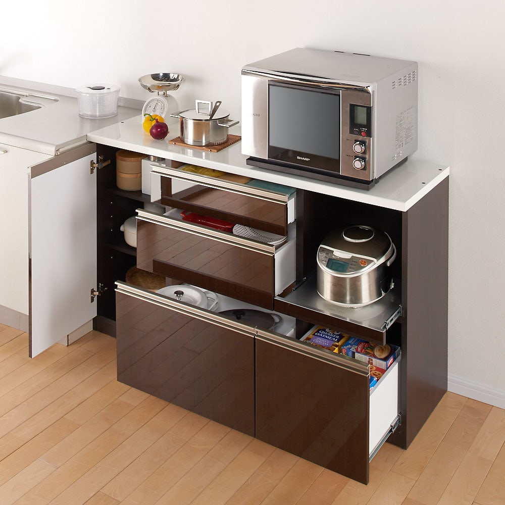 高機能 モダンシックキッチン キッチンカウンター 幅90奥行45高さ85cm ※写真はカウンター幅140奥行45cmタイプです。【シリーズ商品使用イメージ】 カウンター天板は一般的なシンクとほぼ同じ高さ。調理台の延長としても。