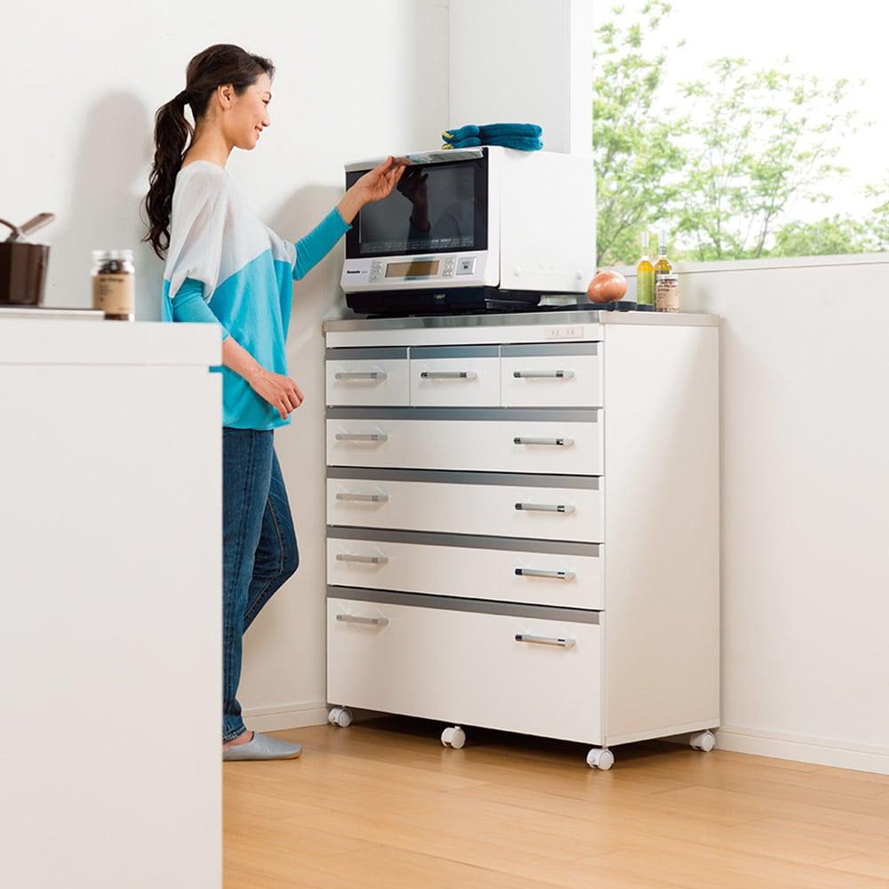 収納しやすいステンレストップカウンター ハイタイプ幅59.5cm レンジらくらくハイタイプ。 ※写真は幅89cmタイプです。