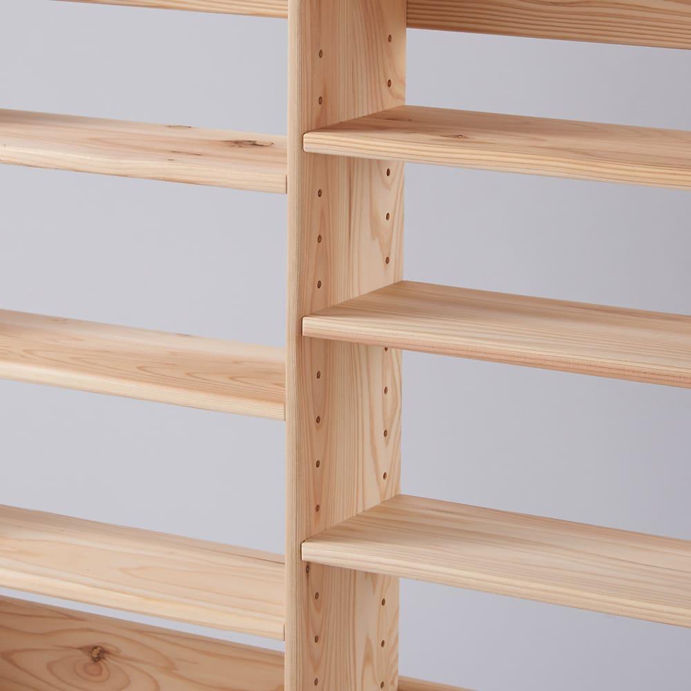 薄型奥行15cm 国産杉の天然木ラック 幅81高さ100cm 隣り合う棚板は上下ずらして設置する仕様です。