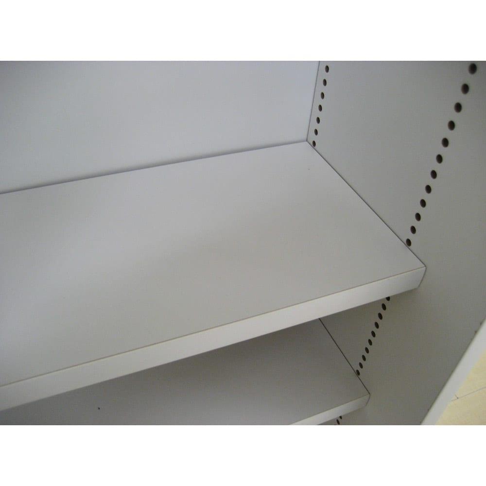 1cmピッチで棚板調整カウンター下引き戸収納庫 幅150cm(4枚扉) 奥行21.5cm・高さ90cm 棚板は1cmピッチで移動できます