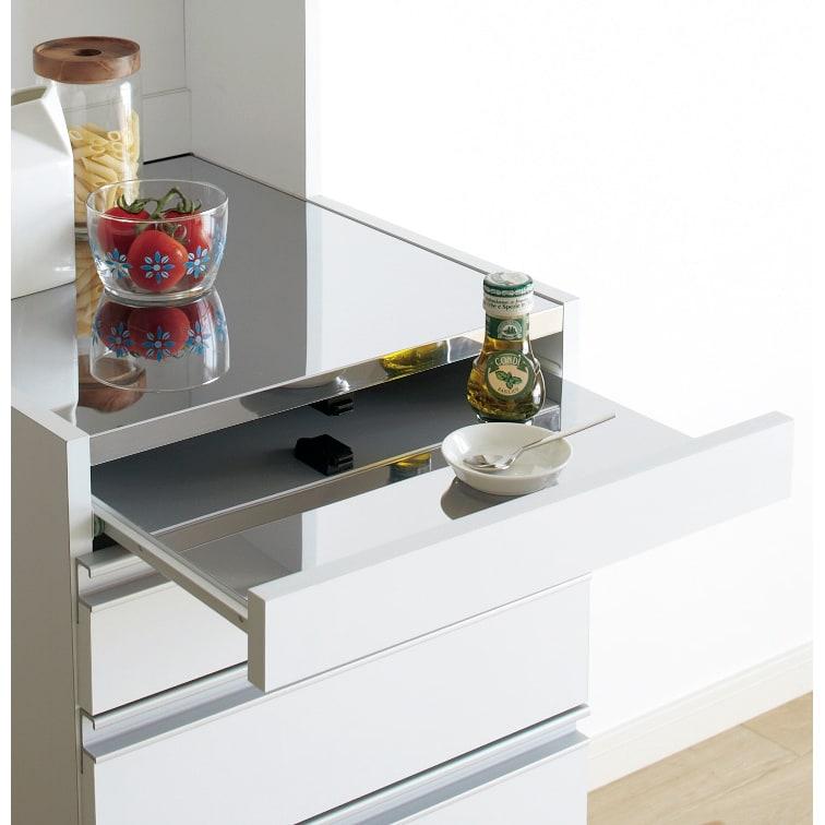 光沢仕上げダブルステンレス天板すき間収納庫 ロータイプ高さ85cm 幅20cm スライドテーブルもステンレス仕上げ。調理中のちょい置きに便利。