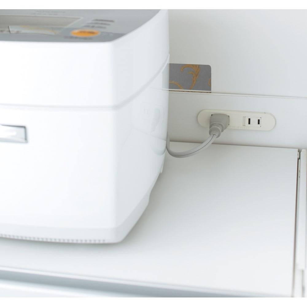 奥行スリム 幅が選べる 省スペース家電収納庫 幅30cm 合計1500Wの2口コンセントが便利です(2ヵ所)。