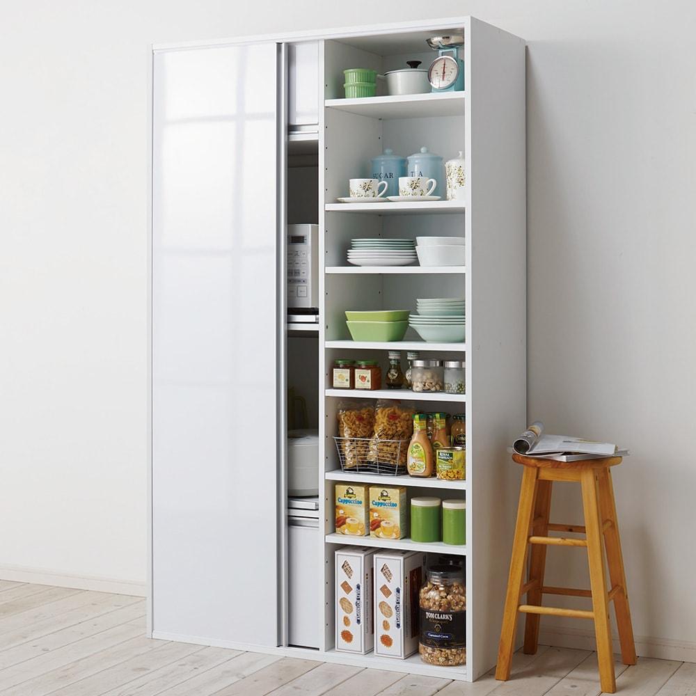 引き戸スライド扉で隠せる光沢仕上げキッチン家電収納庫 奥行45cmタイプ 扉をスライドすれば大量収納スペース。可動棚板6枚、固定棚板1枚付きです。