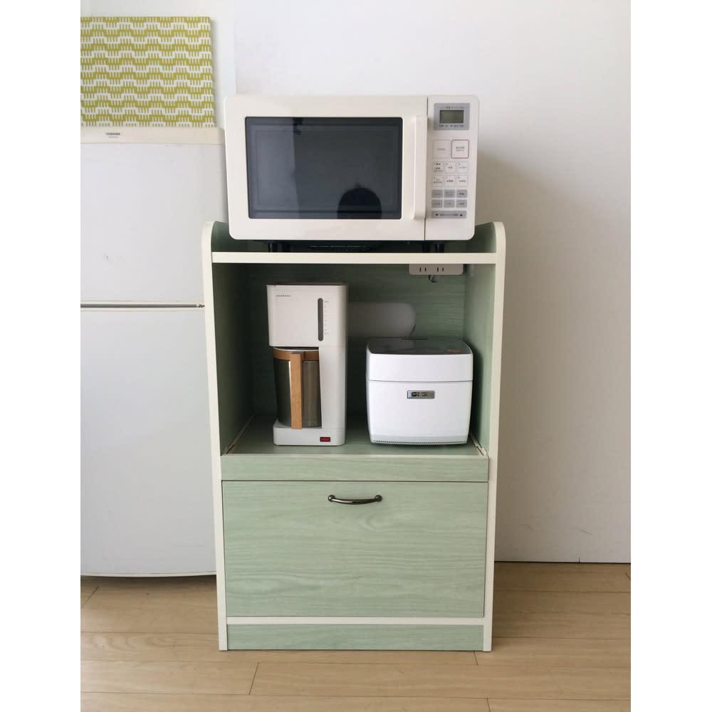 キッチン収納ミニ食器棚シリーズ レンジ台小(高さ90.5cm) スライドテーブルを収納すればコンパクトなレンジラックです。