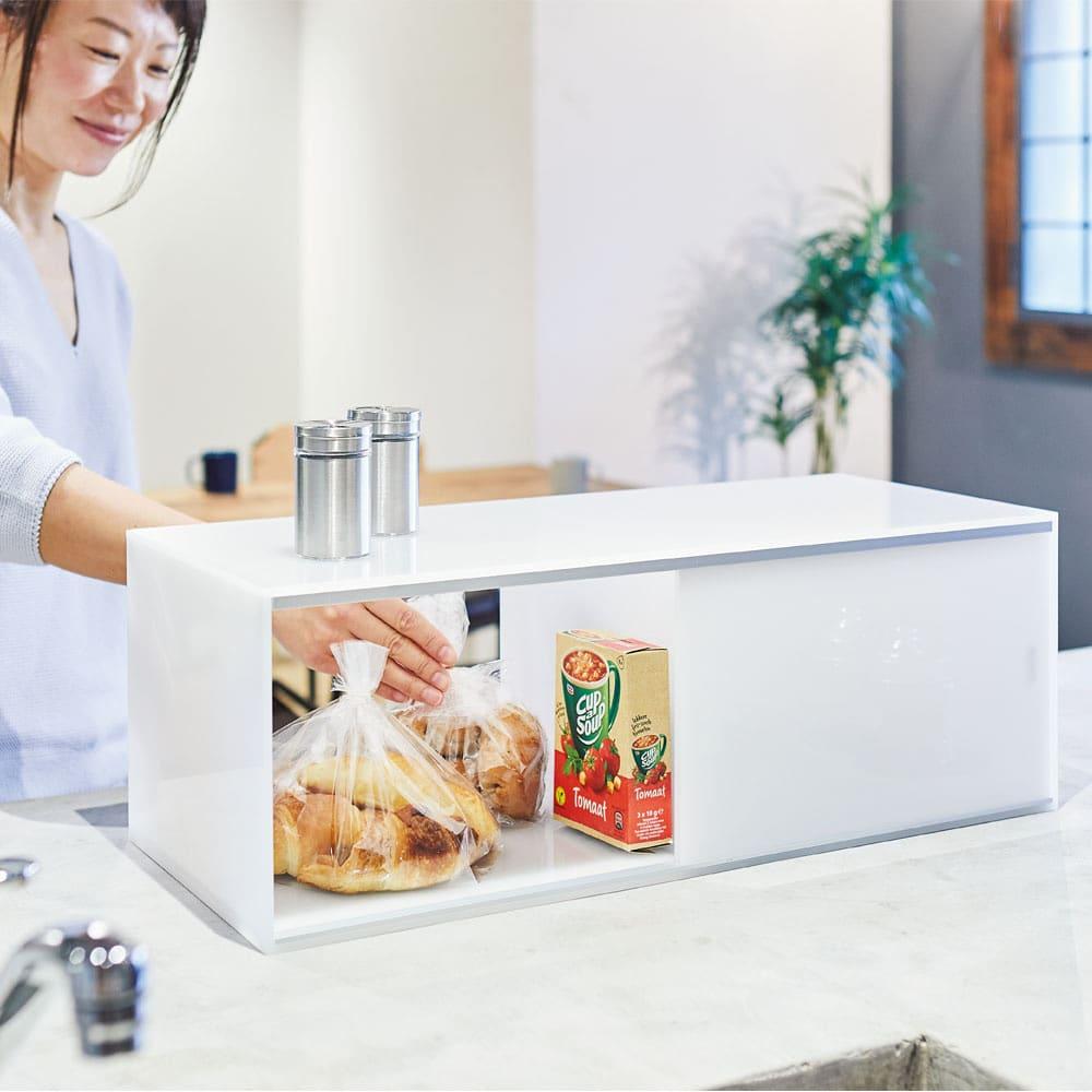 アクリルカウンター上収納庫 幅60cm 奥行25cm 朝食のパンやシリアルなどの収納にも。両面から取り出せるので便利です。