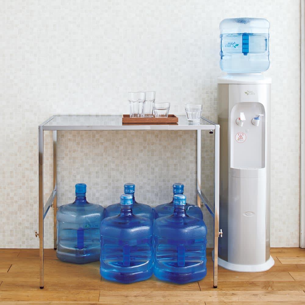 幅と高さが伸縮できるステンレス作業台 幅46~75cm 奥行45cm 【飲料ストックの上に】場所をとる飲料のストックもすっぽり。
