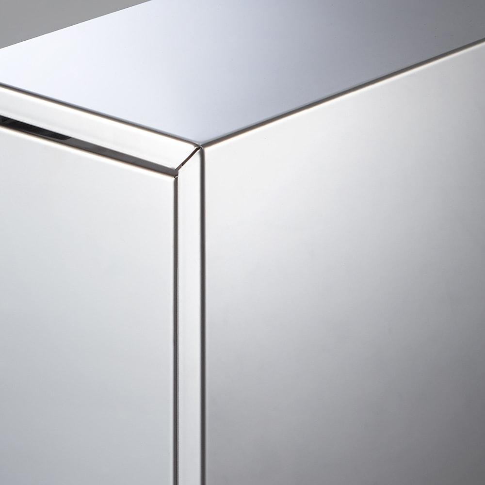 ステンレス製 大量スパイスステーション 3段 天板・側板・前板は高級感のあるステンレス製です。