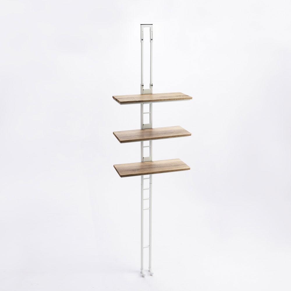 1本脚ですっきり置ける カフェ風スマートランドリーラック 棚3段 幅60cm・奥行30cm・高さ205~240cm (イ)ホワイト 支柱+棚板のシンプルな構造ながら、天井突っ張りの支柱はスプリング式でしっかり固定できます。