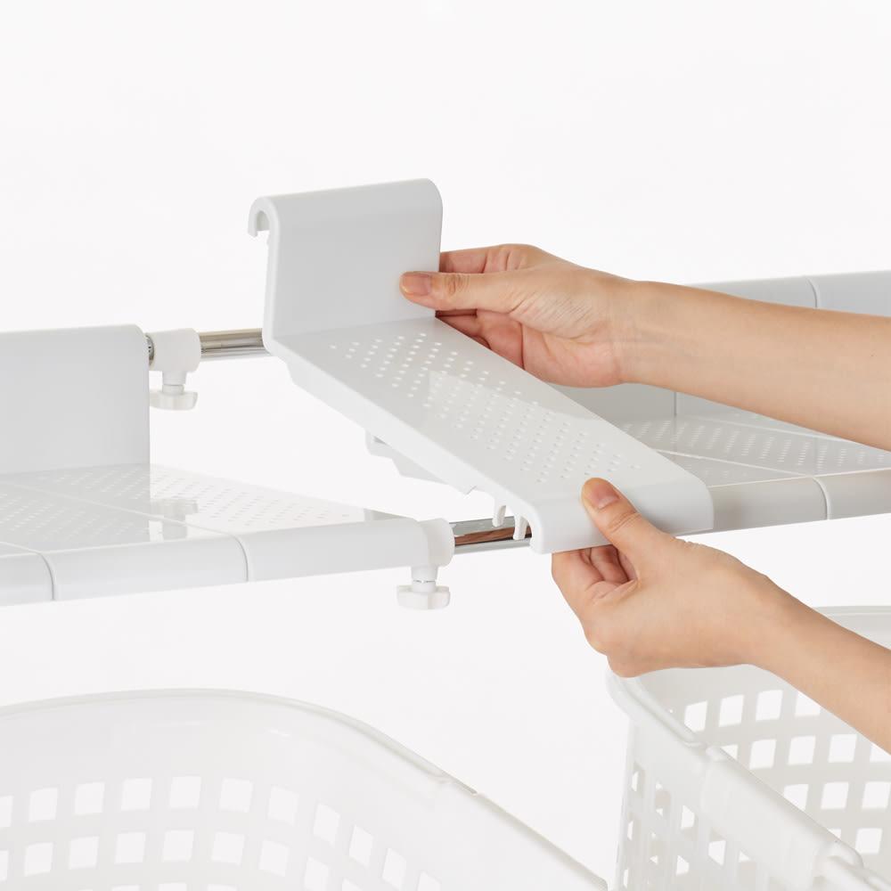 丈夫な2cm角パイプを採用!頑丈ランドリーラック オール棚タイプ ※棚板使用イメージ 分割式なので幅の伸縮に合わせて調整ができます。フレームに溝をはめ込むだけなので簡単に取り外しができます。