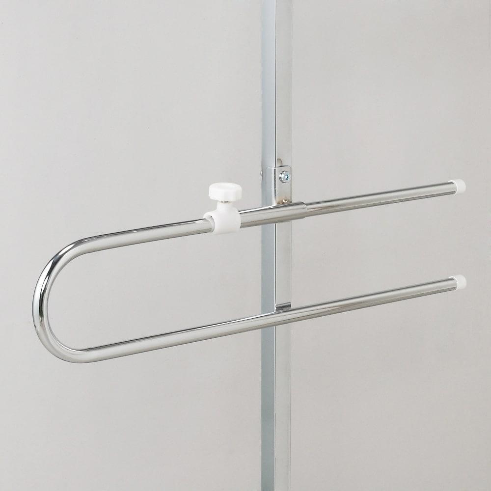 奥行たっぷり ステンレス棚の洗濯機ラック 棚2段・洗濯バスケット2個・幅70~89cm サイドには便利なタオルバー付き。ちょっとしたバスマットも干せます。