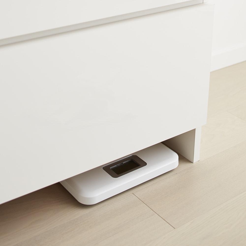 家事がしやすい サポート引き出しサニタリーチェスト ロータイプ 幅75.5cm 足元には11cmのすき間があり、体重計を入れることができます。