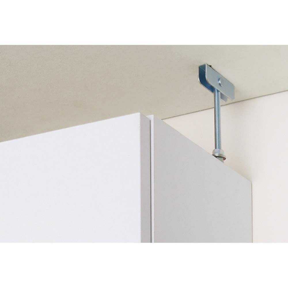組立不要 天井まで使える薄型サニタリーチェスト 奥行23.5cmタイプ・幅50cm 天井突っ張り式で安定して設置できます。
