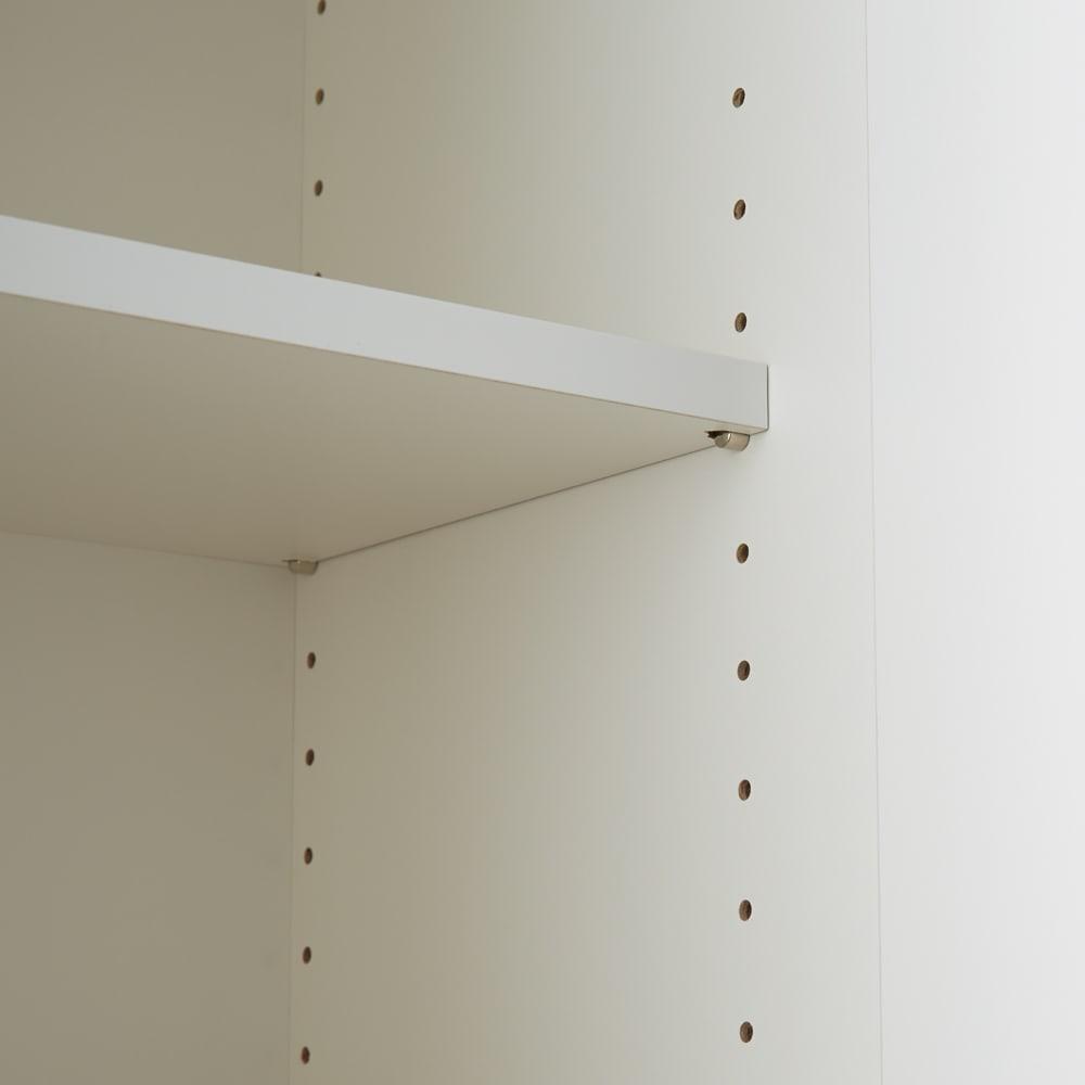 組立不要 洗濯カゴ付き2in1光沢サニタリー収納庫 ハイタイプ 幅60.5cm 上部の収納ラックの棚板は3cmピッチ19段階で高さ調節できます。