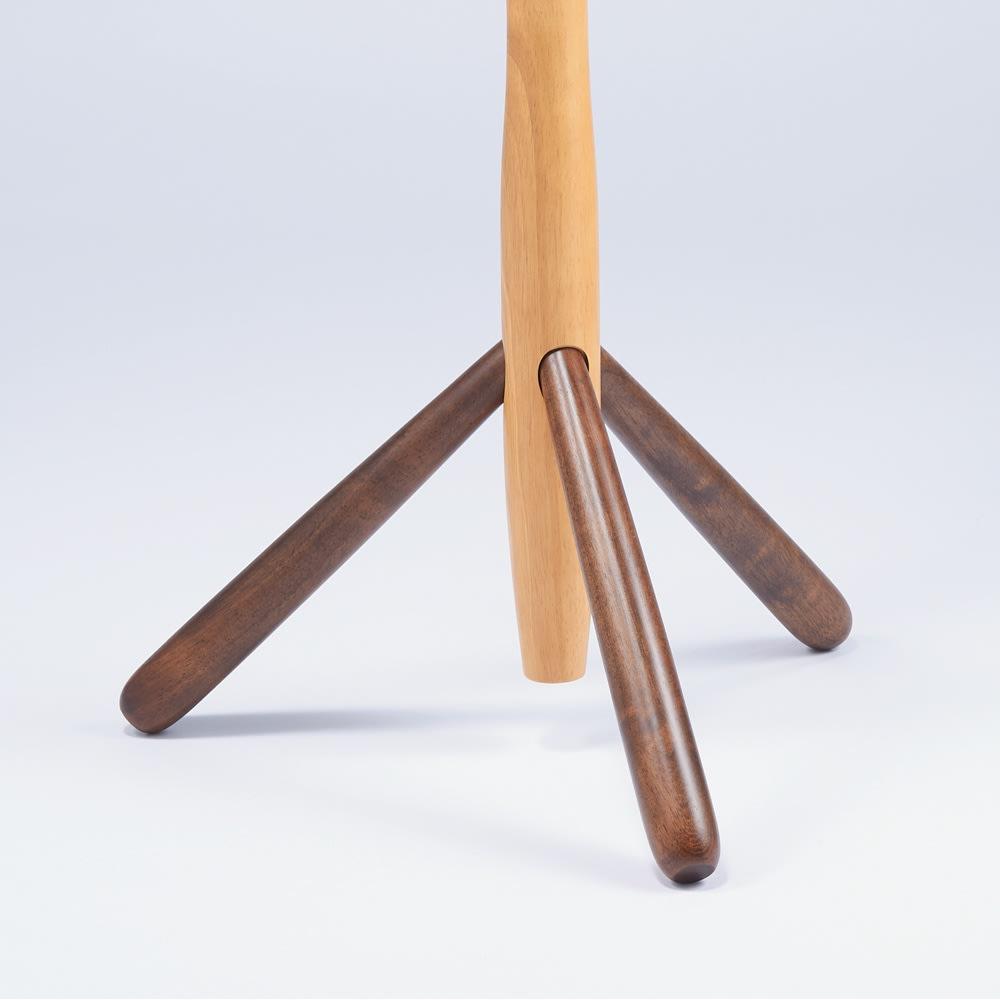 天然木キッズポールハンガー 脚部はしっかりとした安全設計。